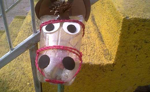 Поделка лошадь из бутылок