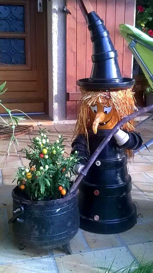 ведьма на хэллоуин садовая фигура