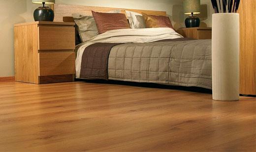 коричневый линолеум в спальне