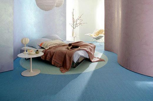 голубой линолеум в спальне