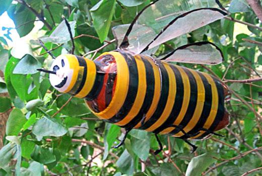 пчелка из бутылки пластик