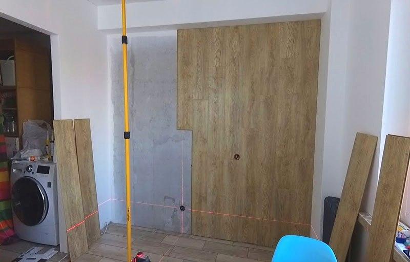 облицовка стены ламинатом вертикально
