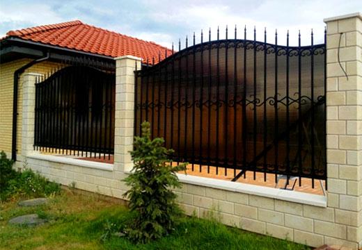 Забор с решеткой