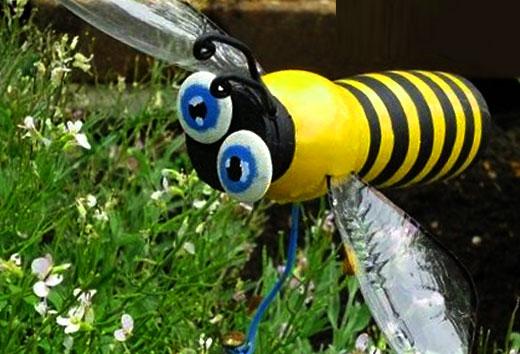 Пчела из пластика