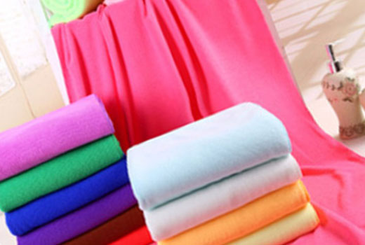 Убрать пятна с домашнего текстиля поможет химчистка