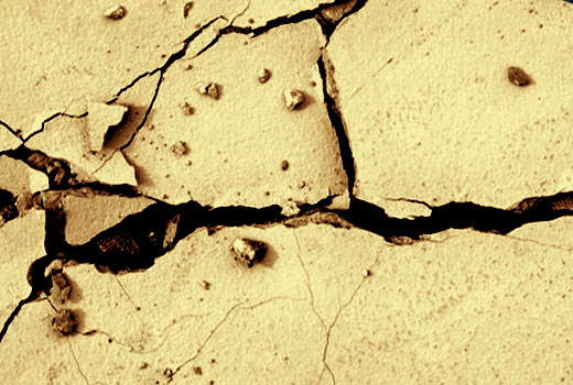 Если трещины в стене