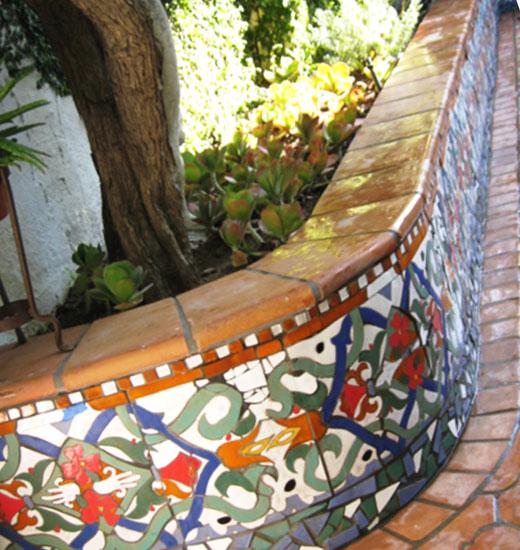 Бордюр садовый можно совместить со скамьей