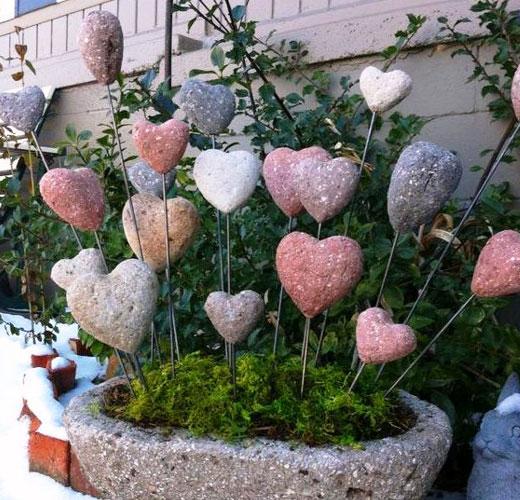 Оригинальные украшения для сада Сердечки