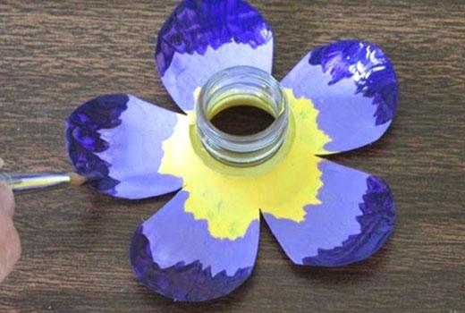 Цветок из горлышка пластиковой бутылки