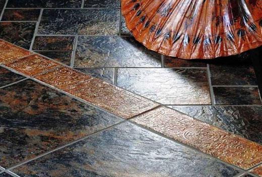 Каменная плитка в прихожей
