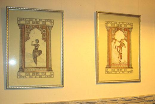 Картины на стенах прихожей