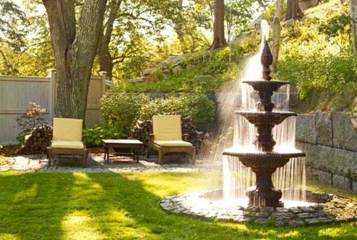 Классический садовый фонтан