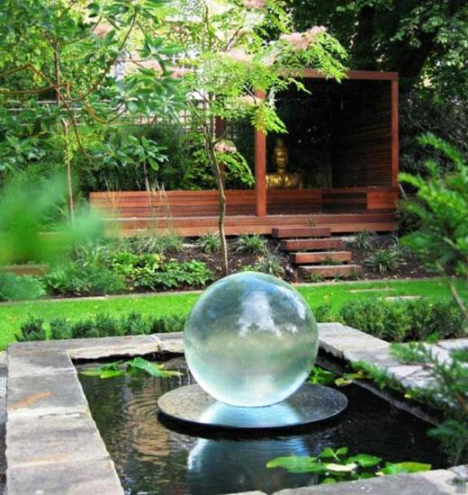 Шаровидный фонтан для сада