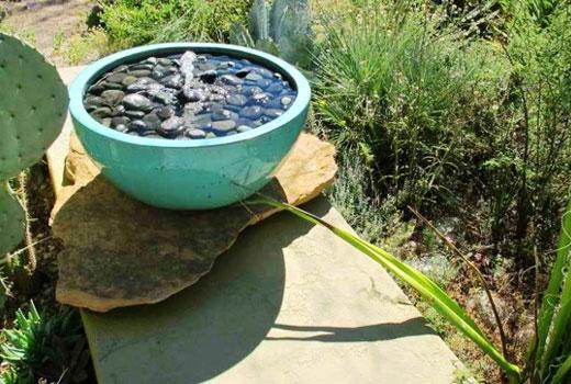 Маленький садовый фонтан