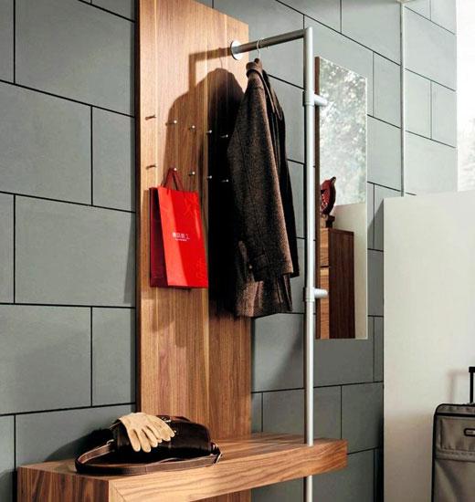 Стильная вешалка для верхней одежды