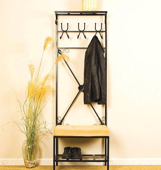 Вешалка для одежды в прихожей