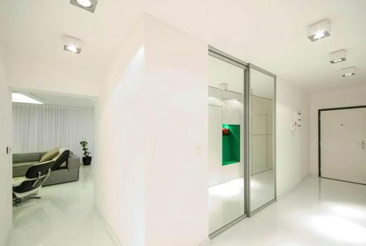 Натяжной потолок объединяет помещения