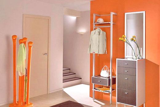 Темно-оранжевый цвет прихожей
