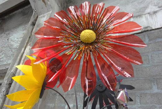 Цветы из пластиковых бутылок - объемные лепестки
