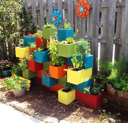 Конструкция для цветов из блоков
