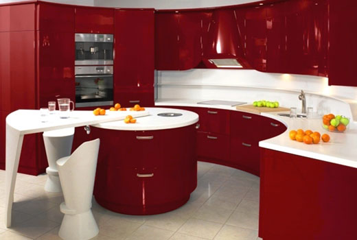 Белая столешница на красной кухне