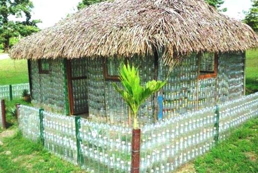 Домик из бутылок пластиковых