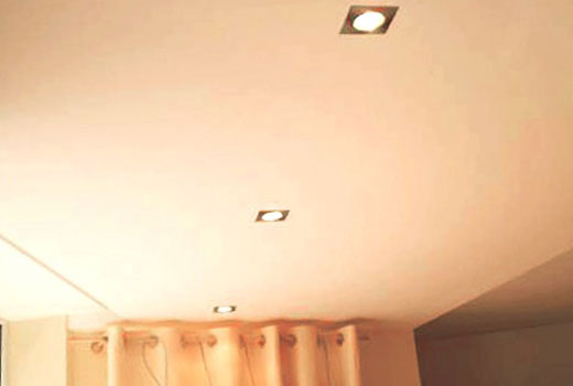 Двп на потолке светлое окрашивание