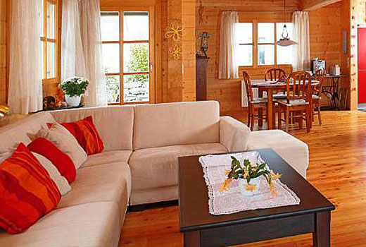 мягкий уголок деревянного дома