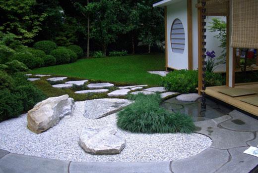Каменный декор клумбы