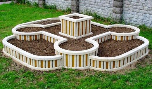 Многоуровневая конструкция клумб