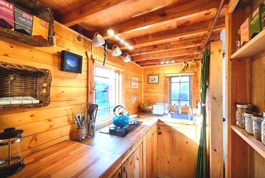 Балочный потолок на кухне