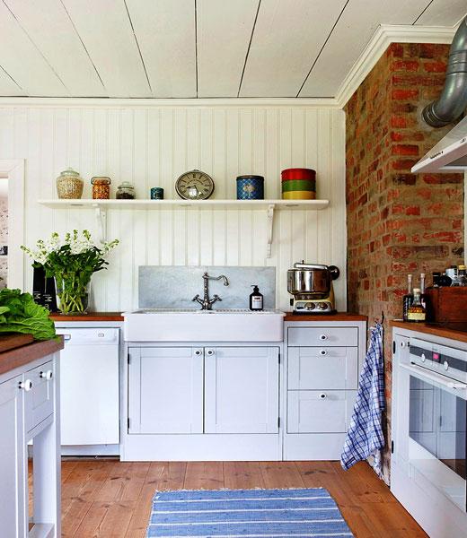 Скромная кухня белого цвета