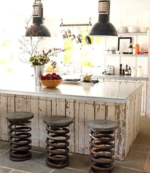 Кухонная барная стойкая с оригинальными стульями