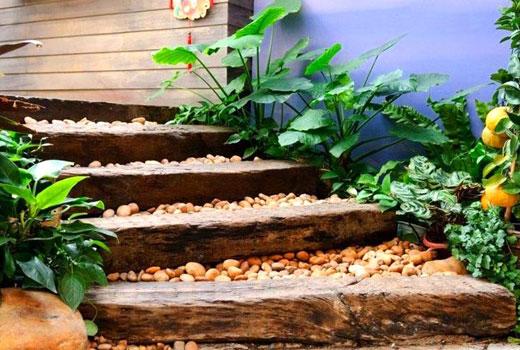 Лестница на небольшом склоне