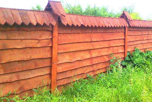 Забор из доски шалевки