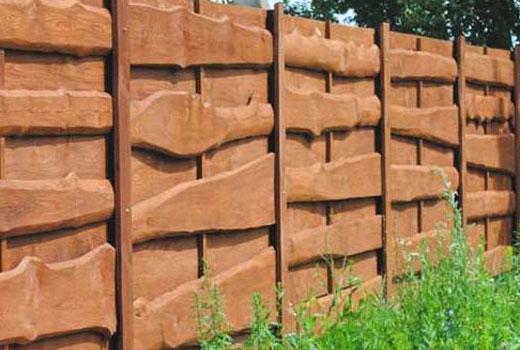 Декоративный деревянный забор из необрезной доски