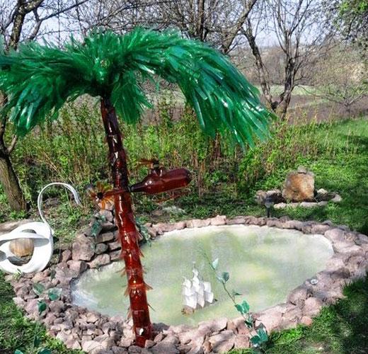 Пальма у декоративного водоема. Материал - пластиковые бутылки
