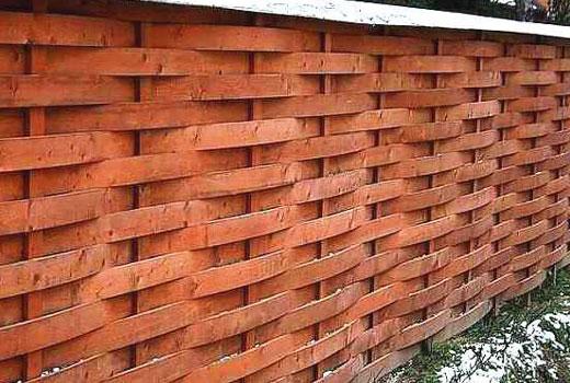 Деревянный забор горизонтальная решетка