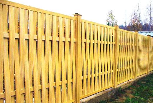 Деревянный забор вертикальная решетка