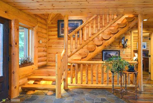Прихожая деревянного дома с выходом на второй этаж