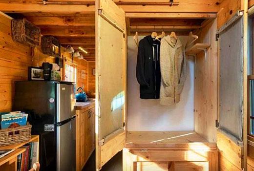 Мебель прихожей деревянного дома