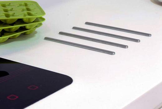 Защитные прутки под посуду на столешнице