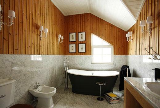 Влагостойкая отделка в ванной деревянного дома