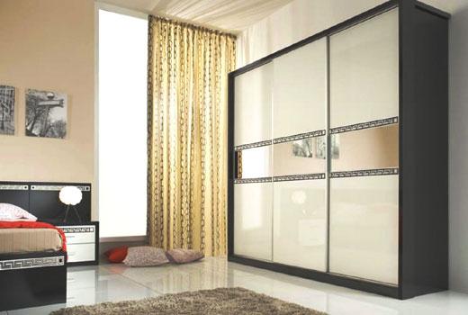 Комбинированный материал раздвижного шкафа - стекло и зеркала