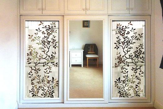 Декор зеркала шкафа стремя дверками