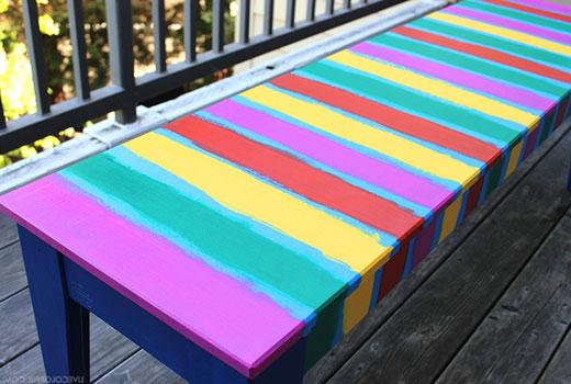 Красим скамейку полосами