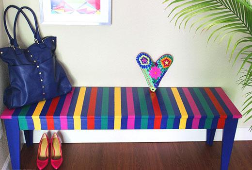 Скамейка в мексиканском стиле в прихожей