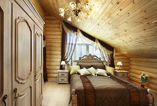 Кровать под скошенным потолком