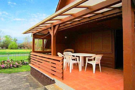 Открытая терраса деревянного дома