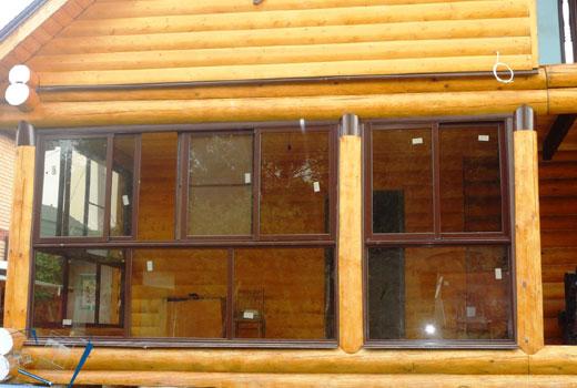 Застекленная веранда деревянного дома